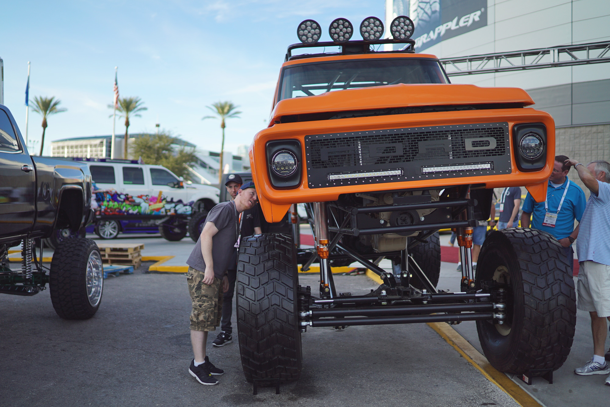 Sema trip day 3 sema registration zen garage for Garage ford paris 11