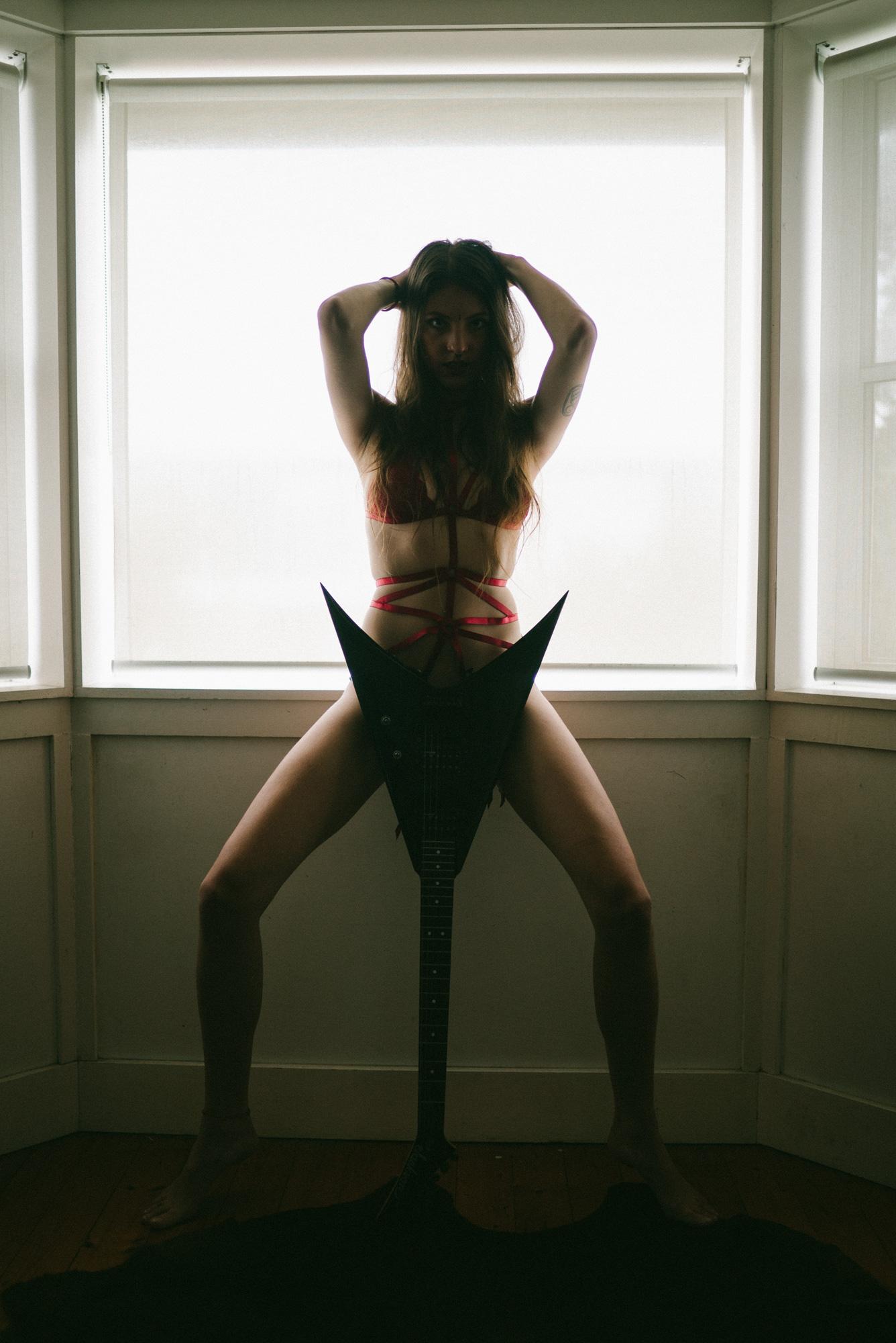 sophie_justinfox_window_flyingv