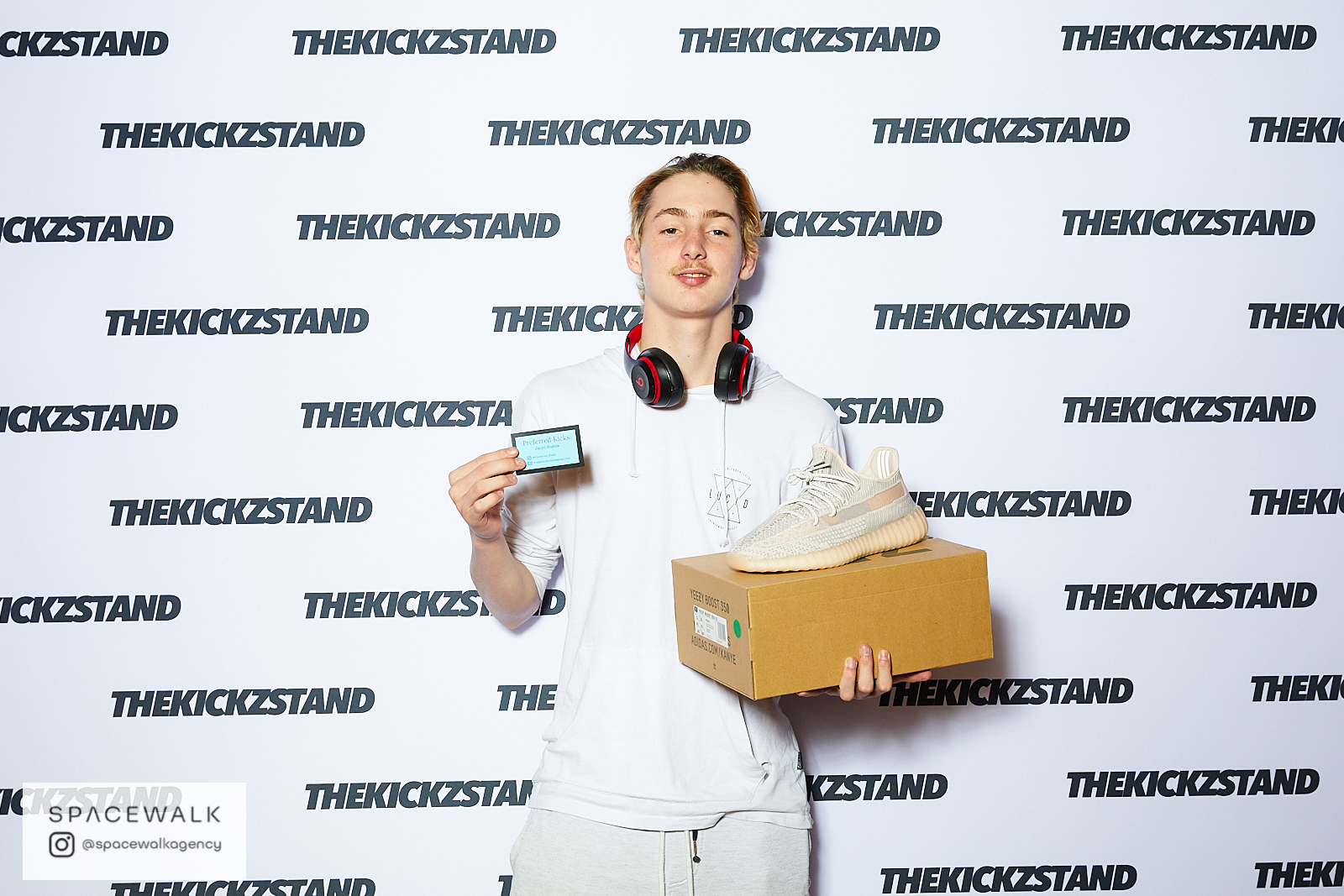 KICKZSTAND_BOOTH_062